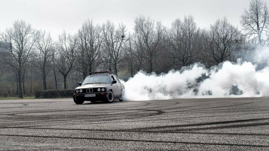Driftende oude BMW