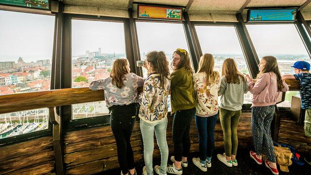 Kinderen in uitkijktoren