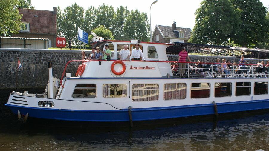 Rondvaartboot met de naam Jeronimus Bosch