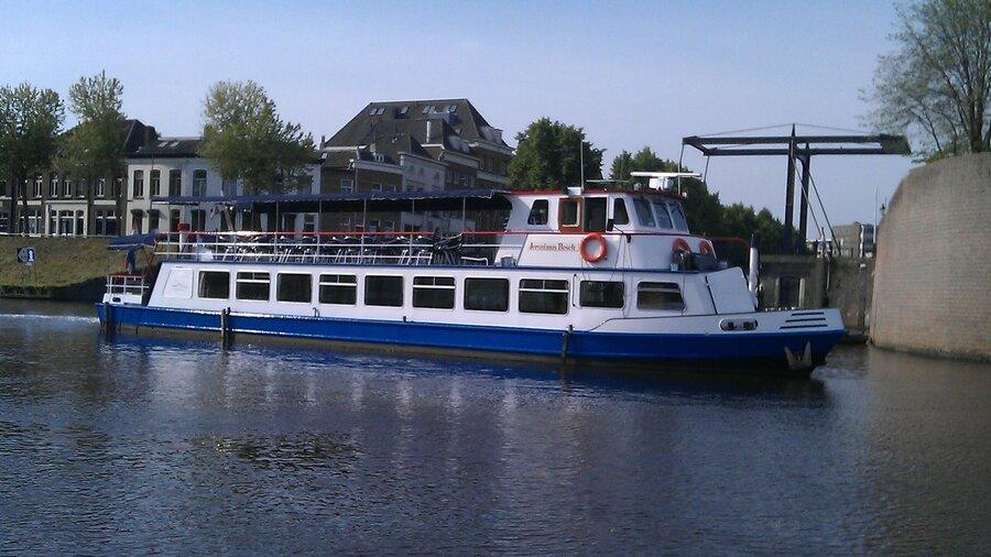 Rondvaart met Rederij Wolthuis over de Maas naar Heusden