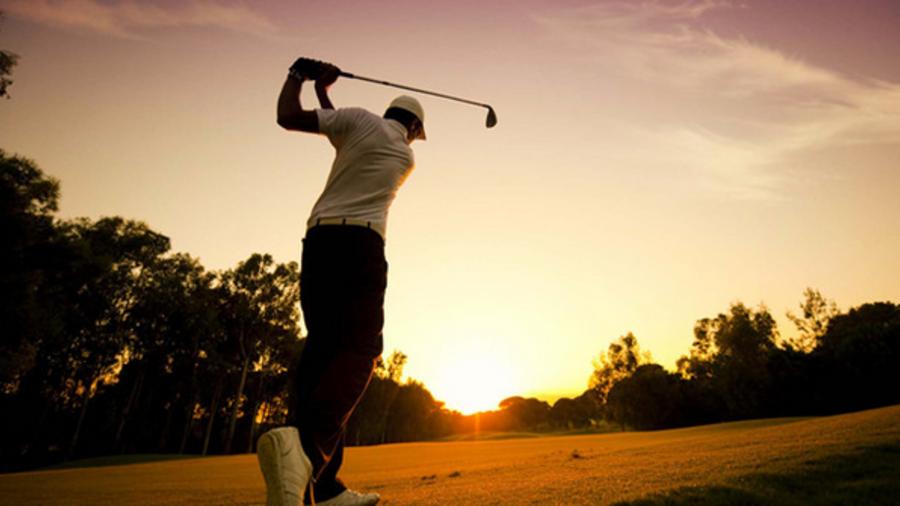 Golf bij zonsondergang