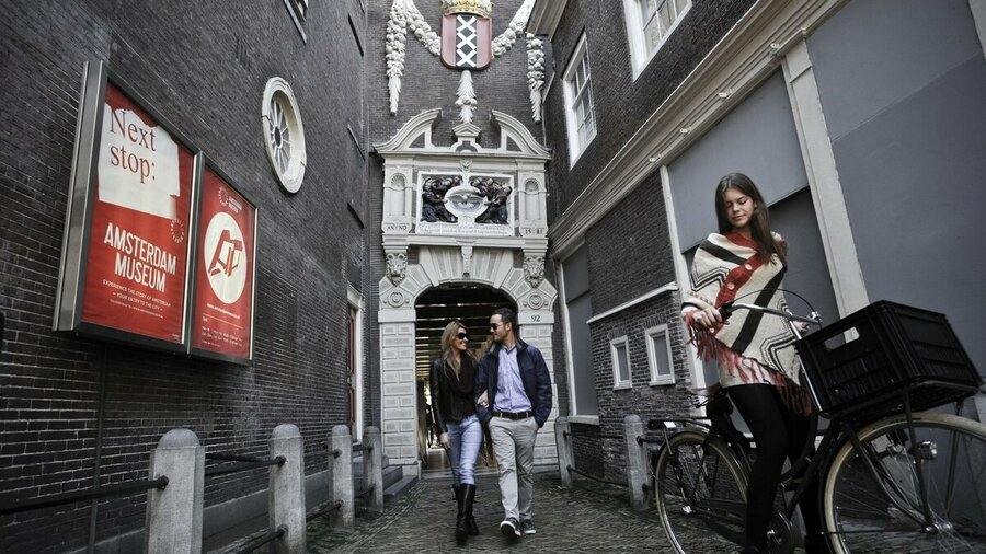 Entree steeg Amsterdam Museum