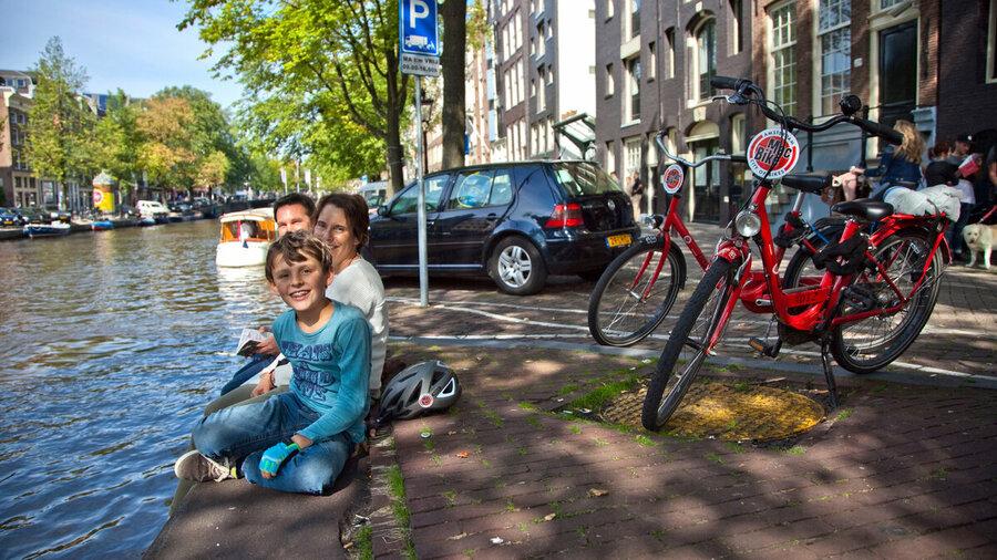 Met het hele gezin op de fiets door Amsterdam!
