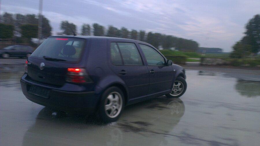 Volkswagen Golf in de slip