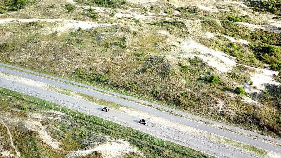Elektrische Renault Twizy's in de duinen