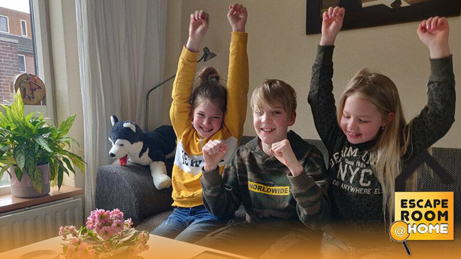 Kinderen spelen online escaperoom game van Escape Room @ Home