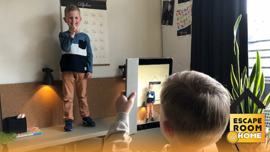 Kinderen doen opdrachten voor online escape game van Escape Room @ Home