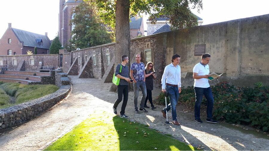 Huishouden bezoekt Kasteel De Keverberg in Kessel