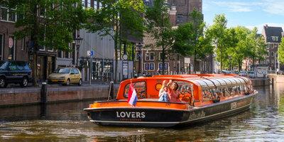 Rondvaart Amsterdam met rondvaartboot van Rederij Lovers