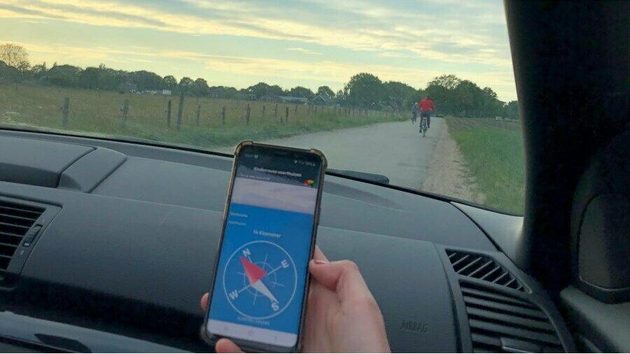 Volg het kompas van RLLY tijdens een autorally