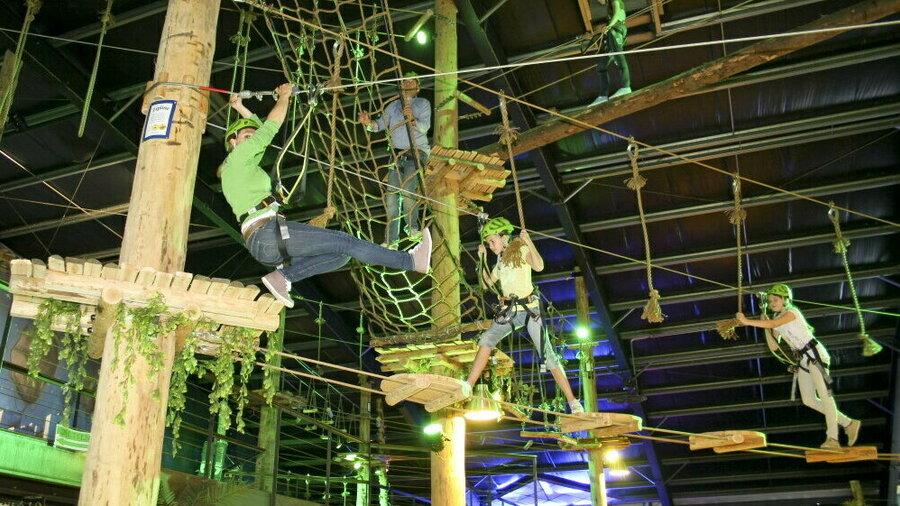 Indoor klimmen in klimpark Coronel