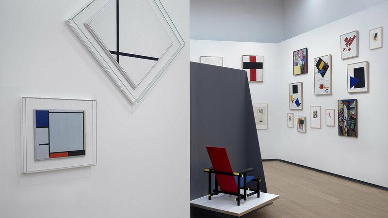 Zaal in Stedelijk Museum Amsterdam vol moderne kunst van o.a. Mondriaan en Rietveld Foto: Stedelijk Museum Amsterdam © Gert-Jan van Rooij
