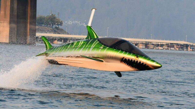 Zoef in een haai door het water in de SkyShark Foto: Jurg van der Vlies