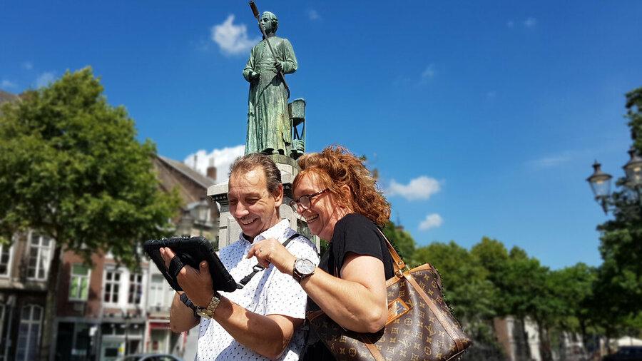 Stadswandeling met tablet door Maastricht MetropolisGo