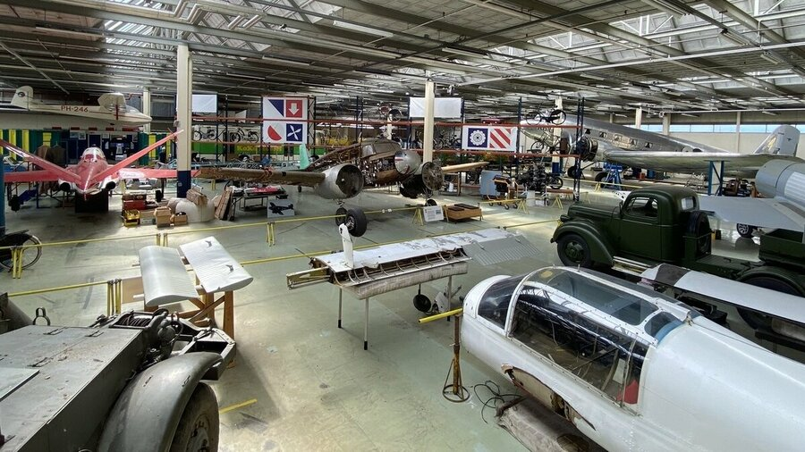 Vliegtuigen in Nederlands Transport Museum Nieuw-Vennep Noord-Holland