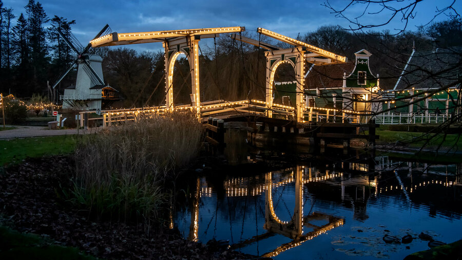 verlichte brug
