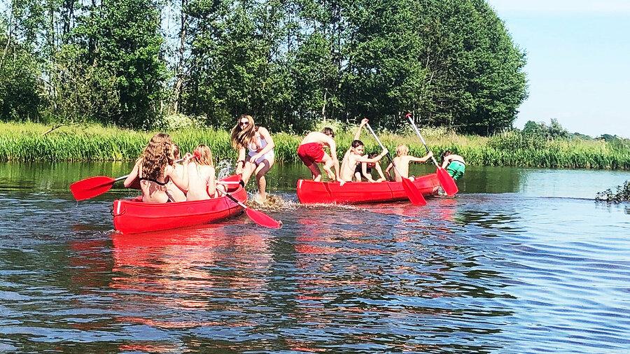 Gezellig met de hele familie in een Canadese kano van Unieke Uitjes