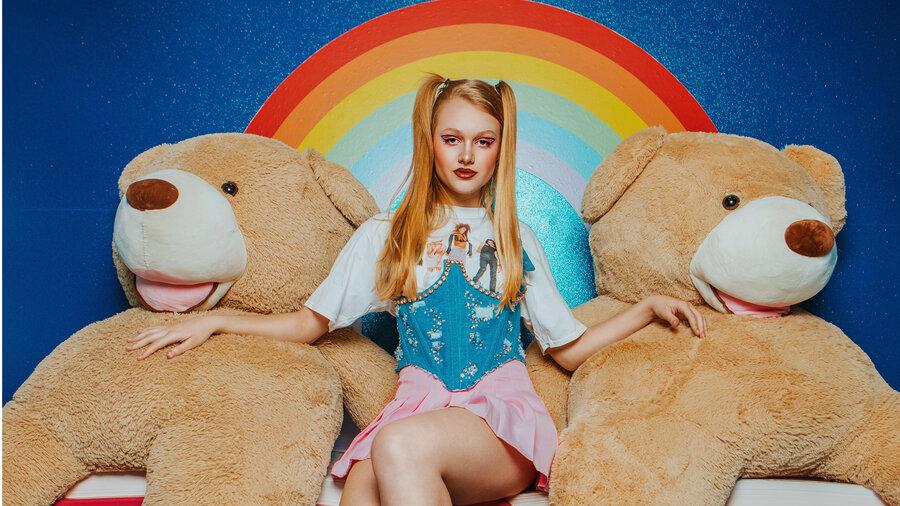 Op de foto met twee reusachtige teddyberen in The Upside Down Amsterdam