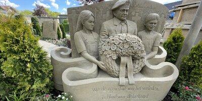 Vier 75 Jaar Vrijheid bij 't Veluws Zandsculpturenfestijn