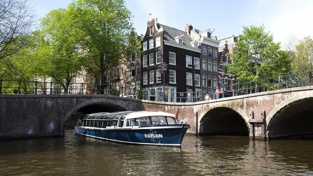 Vaar door de Amsterdamse grachten met Blue Boat Company