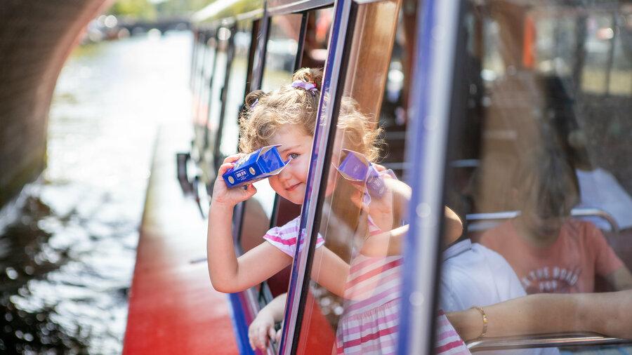Maak een kindvriendelijke rondvaart door de grachten van Amsterdam met Blue Boat Company