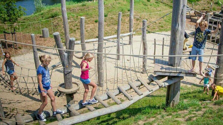 Lekker spelen in de Speurtuin van GeoFort.